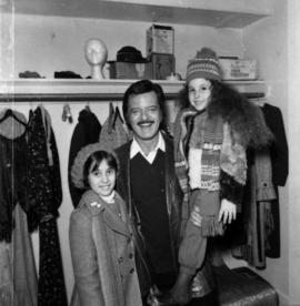Robert Goulet and two children