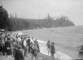 Selma Park sports day - swimmers and spectators at the shore