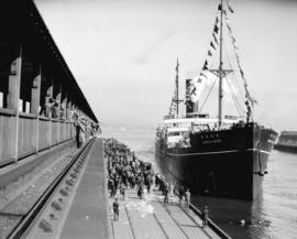 "Japanese team leaving on ""Manila Maru"""