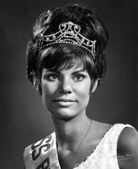 Peggy Foster, Miss Burnaby 1968 : [portrait]