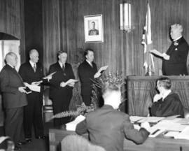 [Mayor J.Lyle Telford administers oath of office to aldermen]