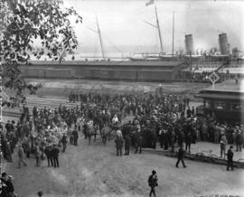 [Crowds at C.P.R. station and wharf for arrival of Duke and Duchess of Cornwall and York]