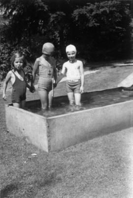 Alix Louise Gordon, unknown girl and Jane Banfield in swimming tank