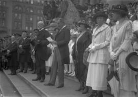 Lord Byng visit - onlookers
