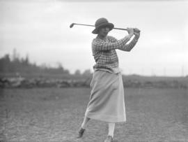 [Miss Harvey (Mrs. C.R. Bull) teeing off at the Jericho Country Club golf course]