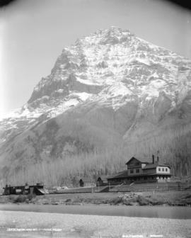 C.P.R. Hotel and Mount Stephen, Field