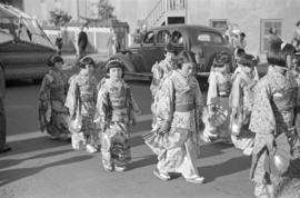 [Japanese girls in traditional costume in coronation parade]