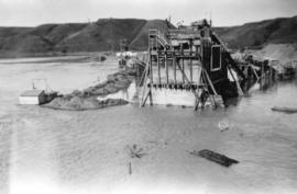 [Unidentified structure in flooded river near the construction site of hospital]
