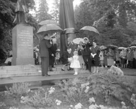 [Deborah Wilson presenting flowers to Governor General Vanier and Madame Vanier at the unveiling ...
