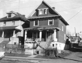 "View of ""old"" (ca 1909?) one storey house at 1222 Woodland Drive"