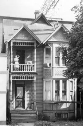 [Exterior of residence on the east side of the 1200 block Howe Street near Davie Street]