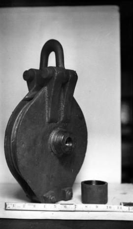 [Pulley with ruler]
