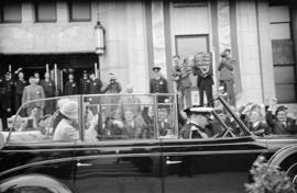 [King George VI and Queen Elizabeth leave City Hall]