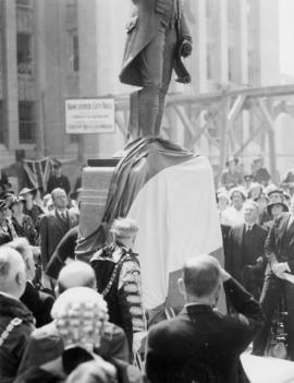 Sir Percy pulls cord and unveils statue [at City Hall]