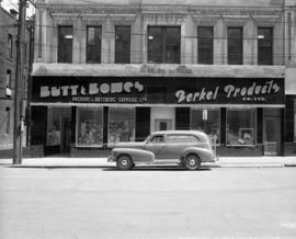 [Exterior view of Butt & Bowes Packers' and Butchers' Supplies Ltd. with a delivery...