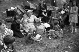 [Women and children at the housewives picnic]