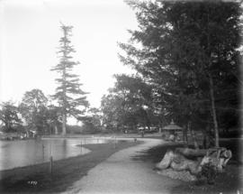 [Beacon Hill Park, lake and summer house]