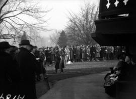 [Crowd gathered at Alexandra Park bandstand to hear church service at sunrise]