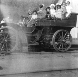 [Children in the Glidden car at North Bend]