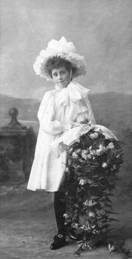 [Miss Edith Townley with the bouquet she would present to the Duchess of Cornwall and York]