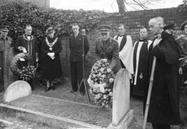 [Major General Victor W. Odlum laying a wreath on the grave of Captain George Vancouver]