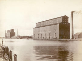 C.P.R. Elevators, Fort William, Ont., Capacity 3,000,000 BU