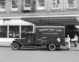 Gainers Truck [in front of 41 Alexander Street]