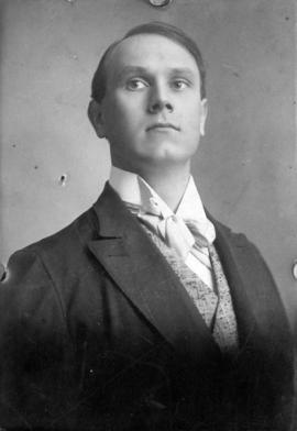 [Portrait; Alfred T. Layne, actor and member of the Del S. Lawrence Stock Compnay before World Wa...