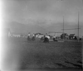 [Womens' grass hockey, Vancouver High School grounds at 12th Avenue and Oak Street]