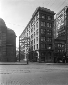 [Molson's Bank, Graycourt Hotel and Sylvian Rooms on Hastings Street near Main Street]