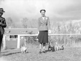 Duchess of Windsor [with her dogs]