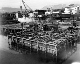 The cofferdam of pier M7 [pile driving, north side]