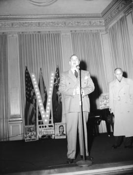 Jack Benny [and Don Wilson] at Board of Trade [for Victory Bond promotion]
