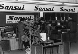 Sansui display of stereos and speakers