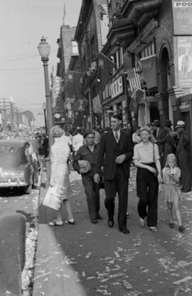 [People in Chinatown celebration VJ Day]