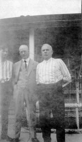 [L.D. Taylor and unidentified men]