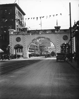 Canadian Northern arch on Hastings Street for the visit of the Duke of Connaught