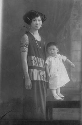 Lillian Ho Wong and family members [4 of 33]