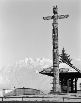 [Totem pole in Stanley Park]