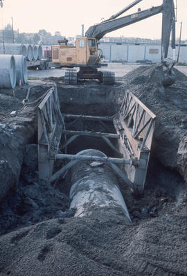 Sewers - shoring - laying pipe [2 of 4]
