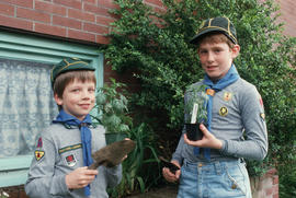 Boys Scouts making Vancouver sparkle