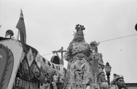 [Woman in costume on float in Chinese parade during VJ Day celebrations]