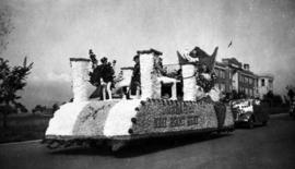 [Queen of Dunbar and West Point Grey] float, approaching Crown St. on 16th with Lord Byng School ...