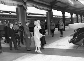 [King George VI and Queen Elizabeth at C.P.R. Station]