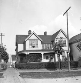 [Dr. J.A.Mills residence at northwest corner of Dunsmuir and Richards Streets]