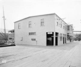 [Union Steamship Terminal showing entrance to waiting room at rear of building (dock side)]