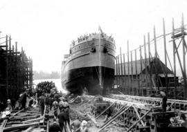 "[Wartime shipbuilding: The ""War Sumas""]"