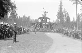 [Dignitaries and military personnel gathered around bandstand at Stanley Park for speech by Unite...