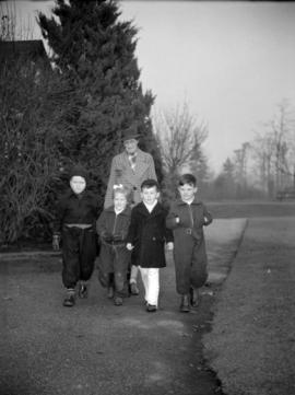 [Woman walking four children to the Preparatory School for Little Children]