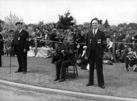 [Veterans and others waiting to see King George VI and Queen Elizabeth]